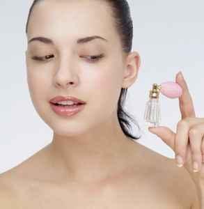 化妆之前脸部要涂些什么 化妆前需要正常护肤