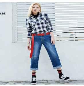 牛仔阔腿裤时髦又减龄  这么龙8国际pt官方网站上衣撩汉技能满分