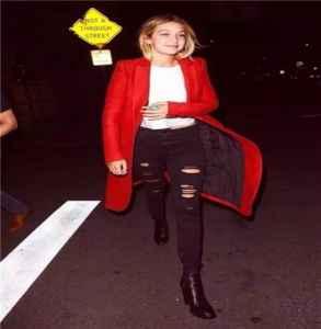 红色上衣配什么颜色裤子 暖春撞色龙8国际pt官方网站穿出街头时尚