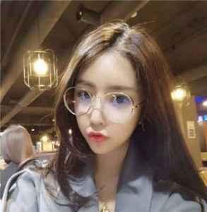 戴眼鏡的女生適合什么發型 氣質發型來襲千萬不能錯過