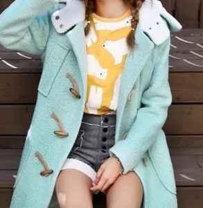 牛角扣大衣怎么搭配 复古精致甜美学院风