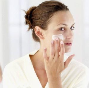 脸部护肤品使用步骤 你用对了吗