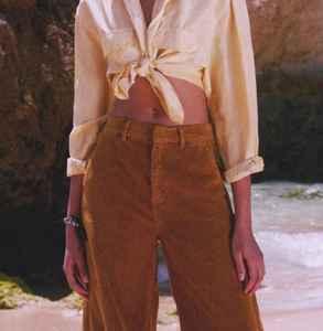 女生条绒裤子配什么上衣 这四种�F在就�@�哟钆淙媚忝氡涫摈志�