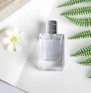 女士喷香水的正确方法 香水一天喷几次最好呢