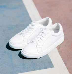 白鞋子搭配 这么穿你就?#20146;?#38739;的妞