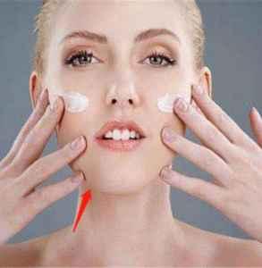 涂乳液脸刺痛一会就好 这种情况该补水了
