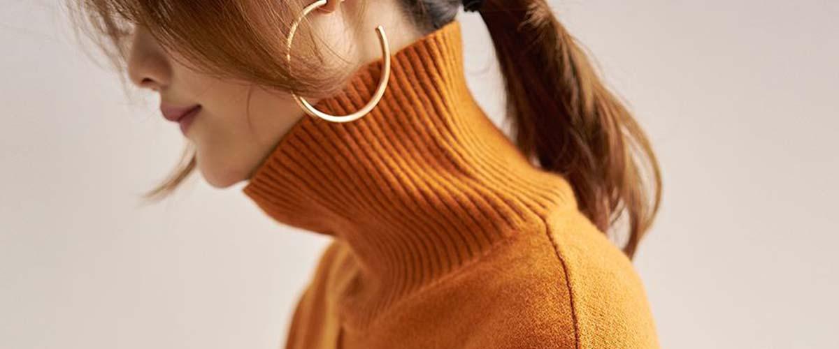 秋冬季,毛衣是我们穿搭的必需品,不仅保暖,它营造出的一种慵懒烂漫的感觉,和季节显得格外合拍。那么,毛衣搭配什么裤子会更洋气呢?
