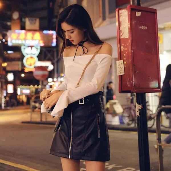今年真的超级流行不规则设计的半身裙,采用黑白撞色尽显时尚潮流气息,更添加有飘带的浪漫清新设计,瞬间提升裙子的时髦感,半身短款的设计可以让你露出最性感迷人的双腿,更会给人下半身拉长的感觉,看起来高了不少。 百搭拉链半身裙  裙子女夏2018新款小黑裙百搭拉链半身裙春秋短裙a字裙潮 经典设计款式小黑裙,拉链装饰显得很潮,百搭的款式随你怎么搭配都能穿出最新的时尚感,纯黑色增加神秘感,让你穿出御姐范儿,军绿色很有新鲜感,精致的裁剪只为更好地衬托女性那性感动人的大好身材。 显瘦高腰包臀裙  皮裙半身裙2018春装女