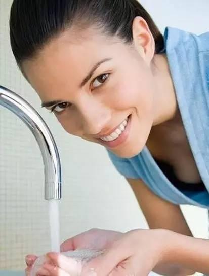 白醋洗脸的功效 白醋洗脸有紧致美白还淡斑