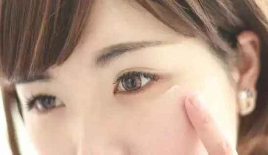 油性肌肤补水控油的方法 油性皮肤怎么改变