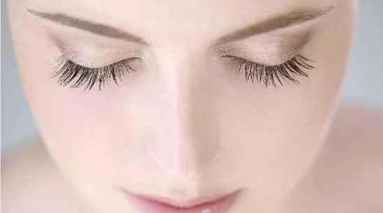 怎么让睫毛变长变浓密   迷人双眼的标配不就是纤长的睫毛吗
