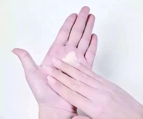 冬天手开裂怎么办 冷冷的冬天怎么做手部护理?