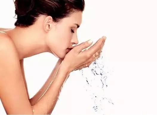 美白的方法小窍门 早晨不要着急洗脸,教你3步变白!