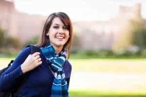 藍褲子配什么顏色上衣 簡約單品改造少女稚嫩風格