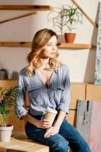 时尚丝巾的各种系法及搭配图解 早春轻松围出女人高雅风情
