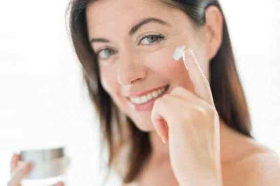 冬季皮肤如何保湿不油腻 恢复自然莹润水感肌