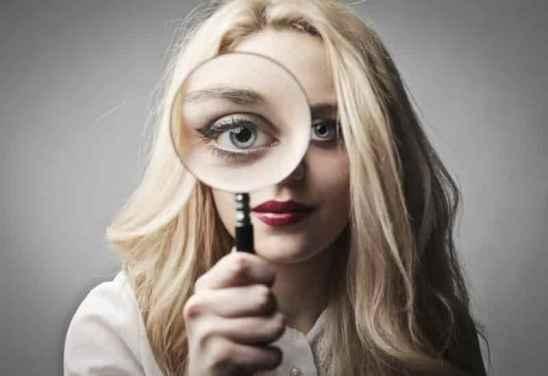 眼霜的正确使用方法手法,擦眼霜的正确手法图,涂眼霜的正确方法图