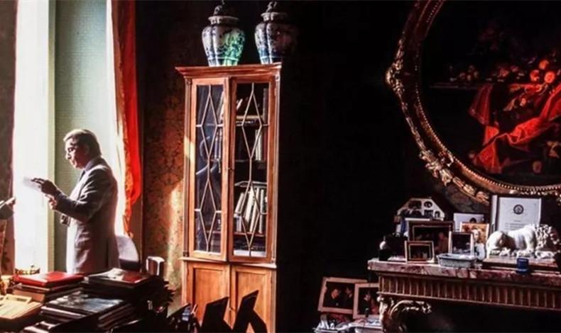 """忘了DG吧,意大利真正的时装大师——Valentino是一位住在""""故宫""""里的中国迷"""