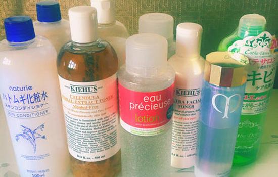 【美天棋牌】化妆水和水乳中的水是一样的吗 爽肤水和乳液的区别