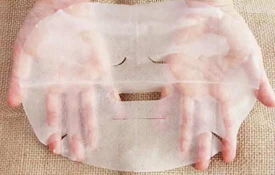 【美天棋牌】可以边敷面膜边蒸脸吗 边贴面膜边蒸脸注意频率