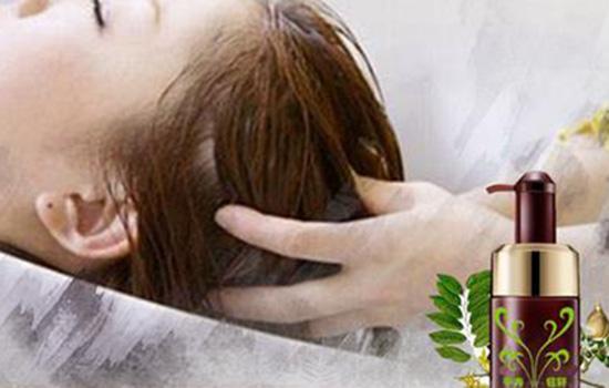 【美天棋牌】头发护理要多久时间 到理发店做头发护理伤头发吗