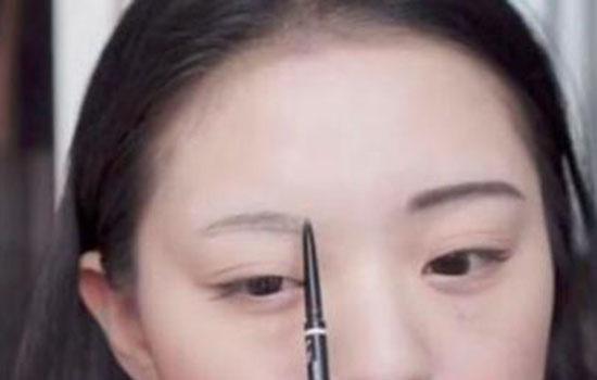 肿眼泡怎么画眼影?肿眼泡怎么画眼妆更有立体感呢?