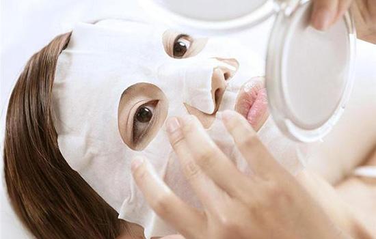 【美天棋牌】敷面膜之前要护肤吗 敷面膜前必须洗脸清洁