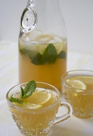 """爱养生:喝柠檬水的七大好处 让你""""一身""""受益"""