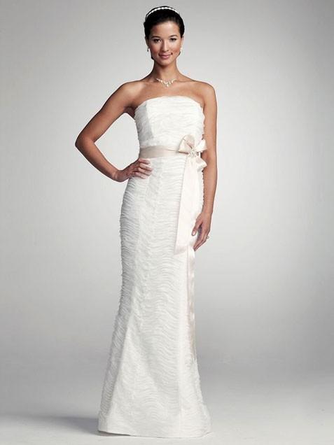 亲民婚纱礼服款式高贵又显大方