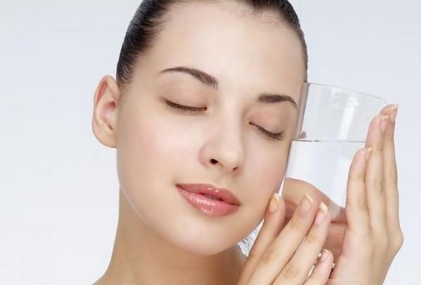 【卸妆湿巾好还是卸妆水好】自制好用卸妆湿巾 实惠方便媲美大牌