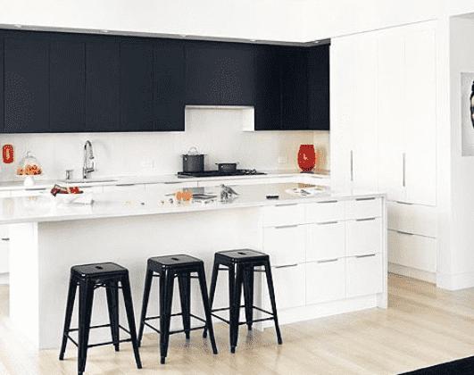 【小户型厨房装修设计效果图大全】小户型厨房装修设计效果图 黑白配最温馨