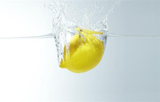 柠檬祛斑方法 小小柠檬还你白皙肌肤