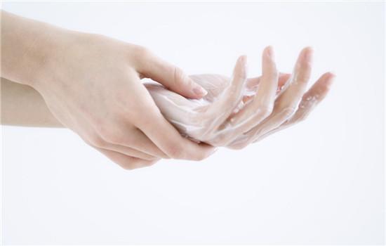 手干燥脱皮怎么办外涂内服帮你回复细嫩双手
