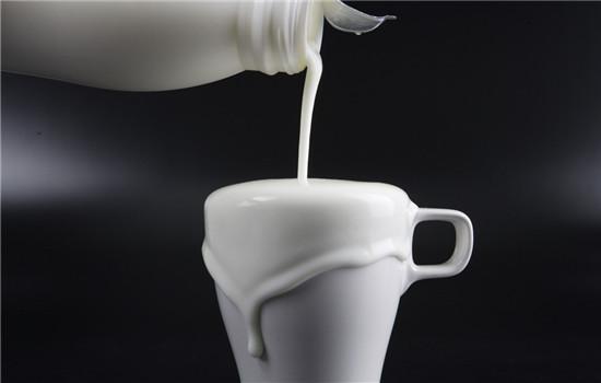 最美:牛奶洗脸可以美白吗,牛奶洗脸能美白吗,牛奶洗脸能变白吗