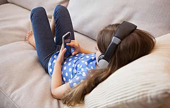 孩子玩手机的危害_严重危害孩子的眼睛
