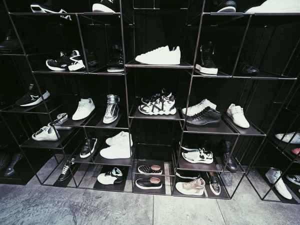 運動鞋搭配圖片女 夏天越簡單越舒適