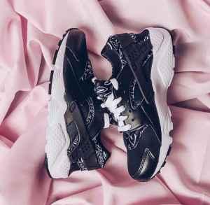 NIKE女鞋推出2017 情人节系列限定鞋款