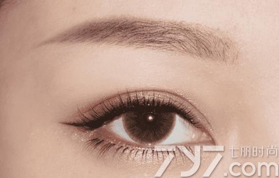 自然眼妆的画法步骤图 自然大眼效果更撩人