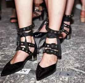 早春穿什么鞋好看? SUSA尖头绑带鞋美到爆炸