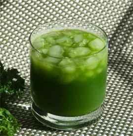 喝芹菜汁有什么好处 芹菜汁原来有这么多好处