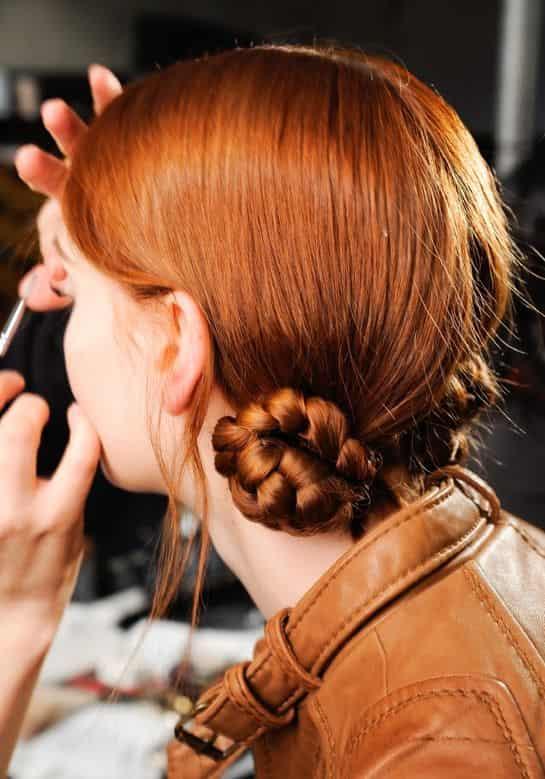 法国夏日街头最新流行发型「马卡龙包头」