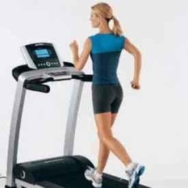新手跑步机健身计划 新手去健身房跑步到底该怎么跑