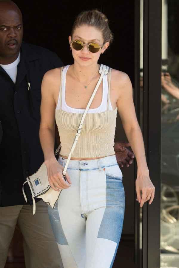 超模Gigi Hadid最新街拍 吊带短上衣+拼接牛仔裤大秀逆天身材