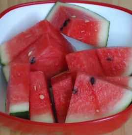 """晒热的西瓜可以吃吗 炎夏最好别吃""""热西瓜"""""""