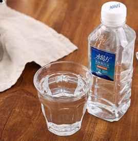喝苏打水可以解酒吗 酒后喝苏打水更易醉酒