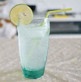 苏打水是碳酸饮料吗 苏打汽水才属于碳酸饮料哦