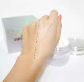 素颜霜抹不匀怎么办 三种上妆工具帮你解决素颜霜