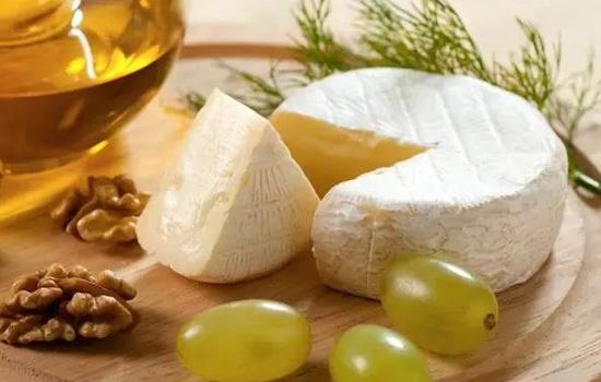 吃奶酪可以丰胸吗 红酒加奶酪调理丰胸
