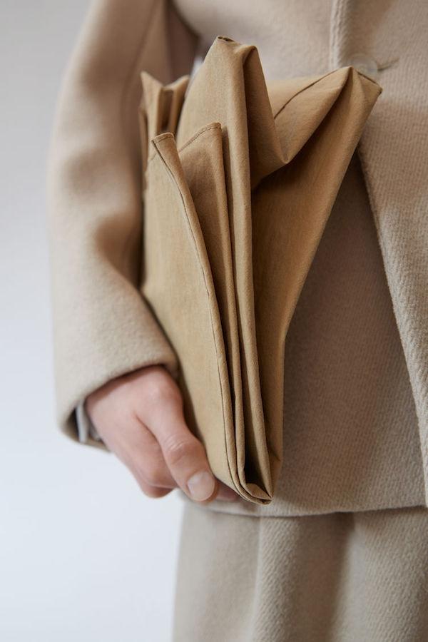 Acne Studios推出价值US$ 600的Baker Bag