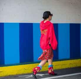 红色衣服图片 打破秋日里的沉闷感